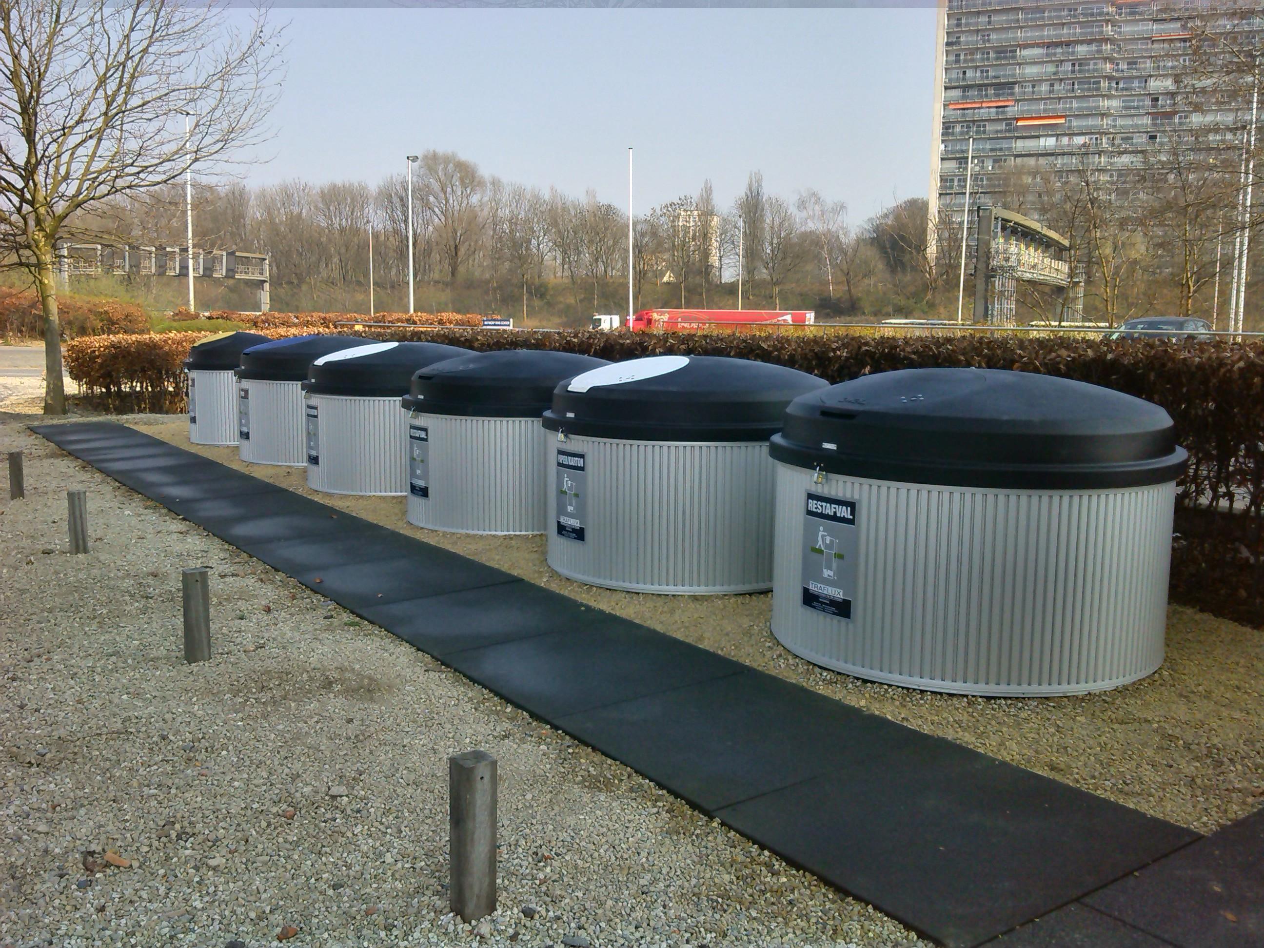 Zone de tri pour une PME: conteneur semi-enterré en ALU